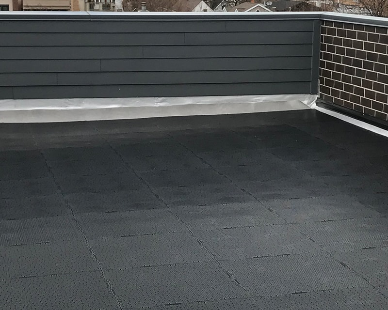 Rooftop-Lawn-Before-Artificial-Turf-GroTurf-Brian-02a-min