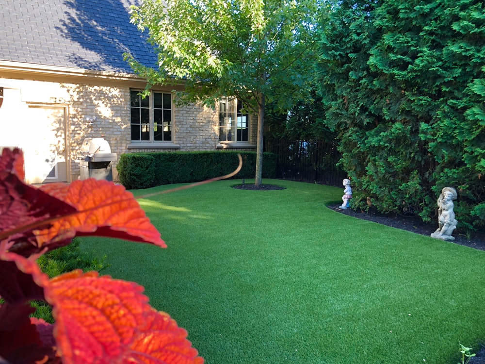 artificial-lawn-grass-chicago-midwest-synthetic-turf-company-artificial-grass-company-chicago-landscape-pet-turf-rooftop-lawn-saint-charles-6-min
