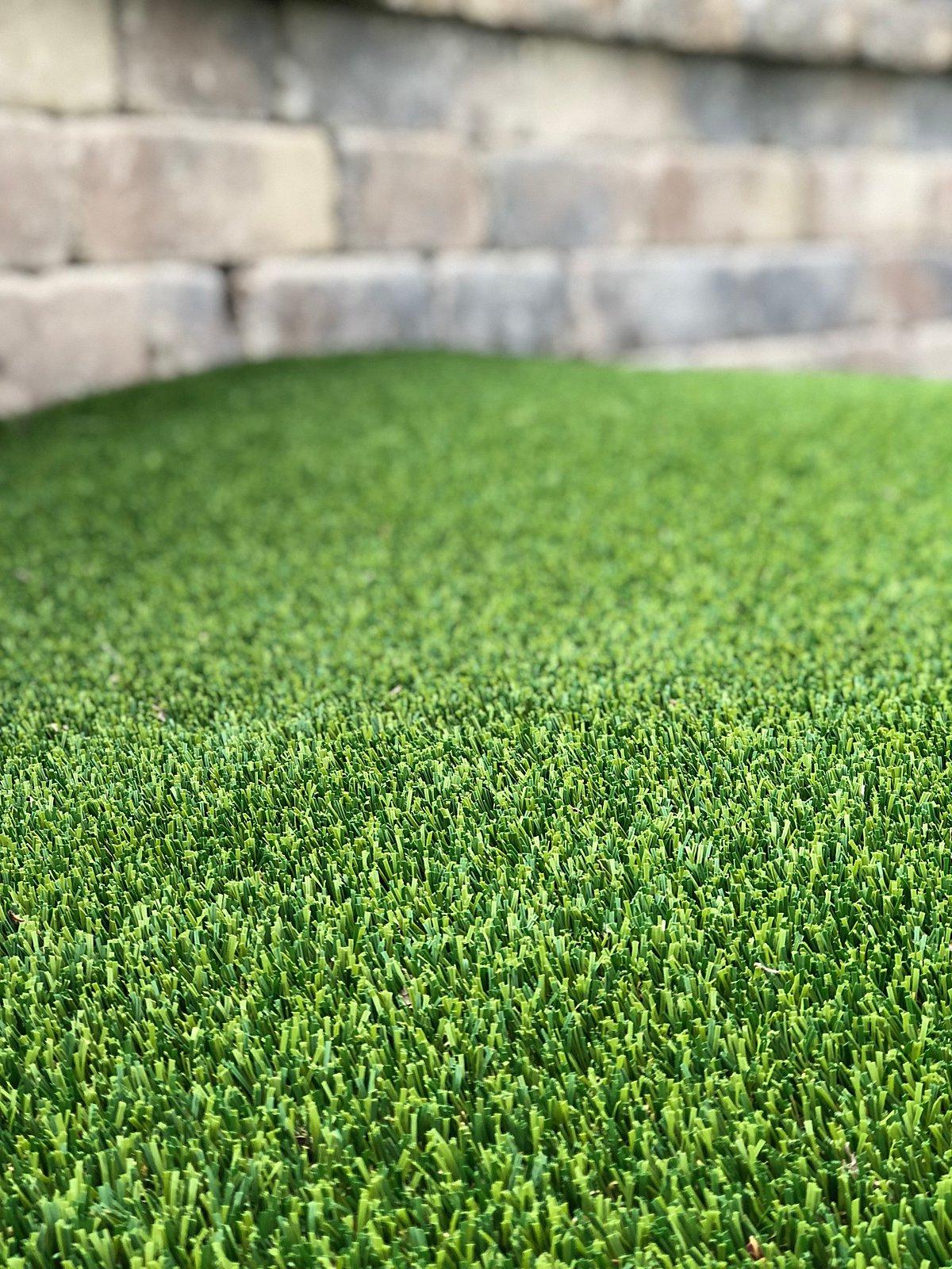 pet turf-pet grass-pet-grass-lawn-artificial-turf-chicago-turf company-fake grass-dog-pet run-dog run