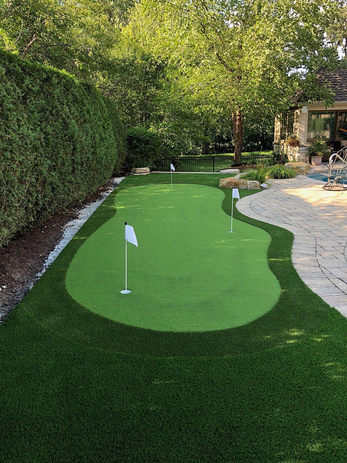 putting green-chicago-backyard-golf-1