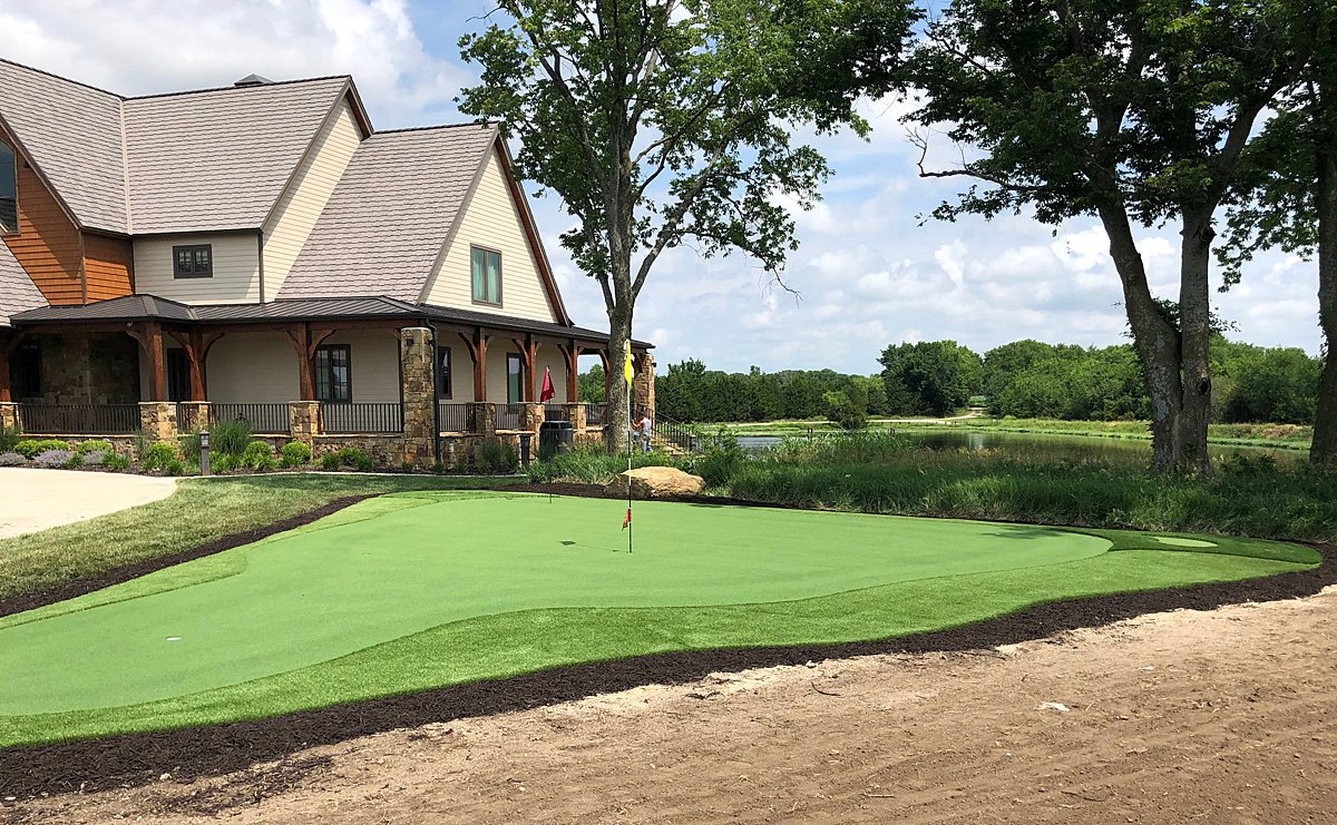 putting green-chicago-backyard-golf-practice-short game- turf company-artificial grass