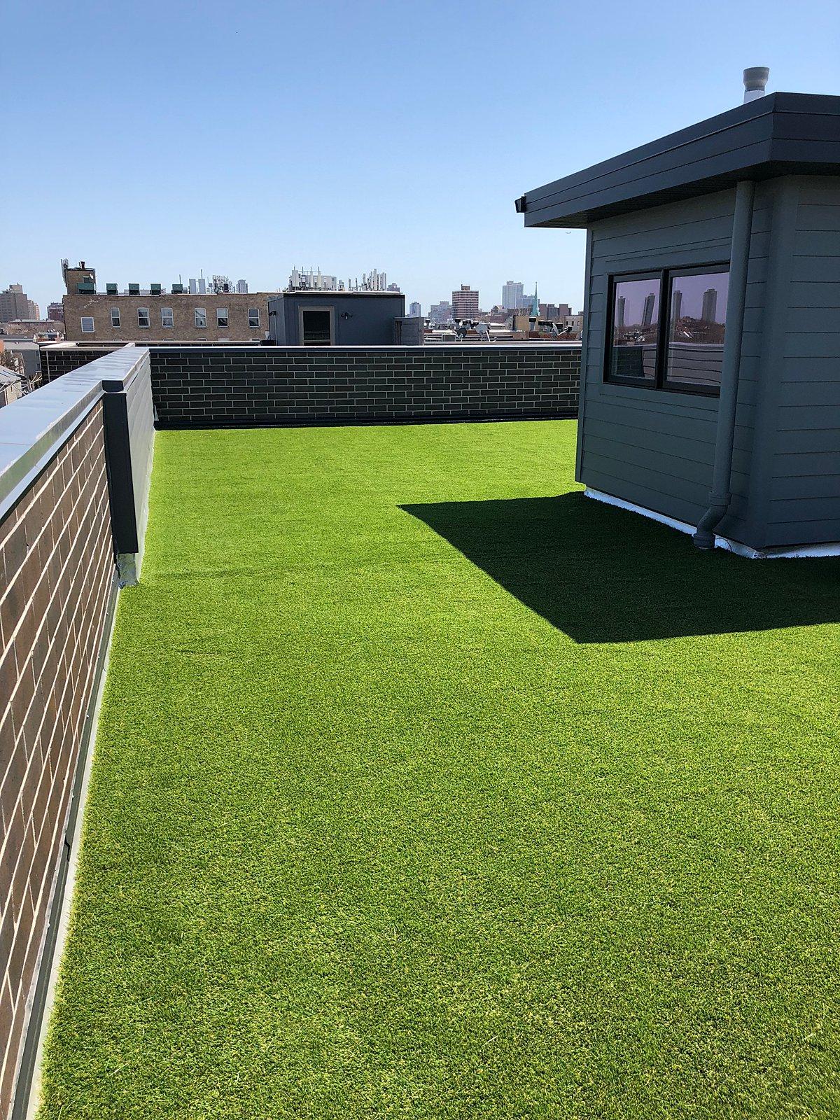 rooftop-lawn-grass-chicago-artificial lawn-turf-turf company-rooftop lawn-rooftop landscape-artificial grass-pet turf-4-min